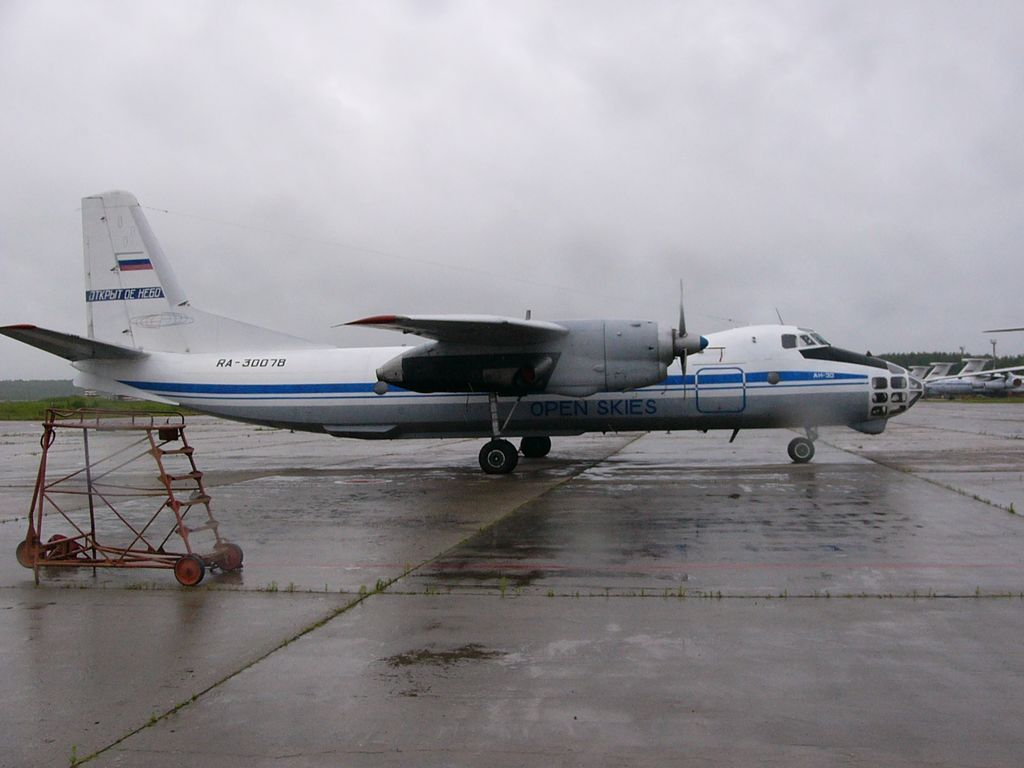 Ан-30 30078 Открытое Небо сбоку.jpg