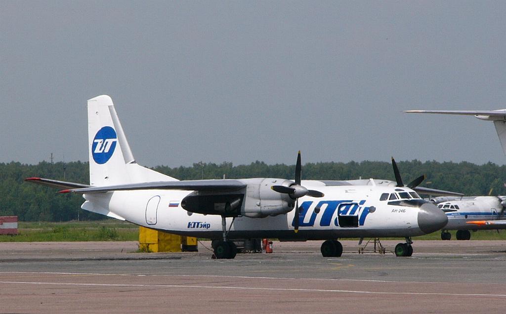 Ан-24Б UTAir абстр.jpg