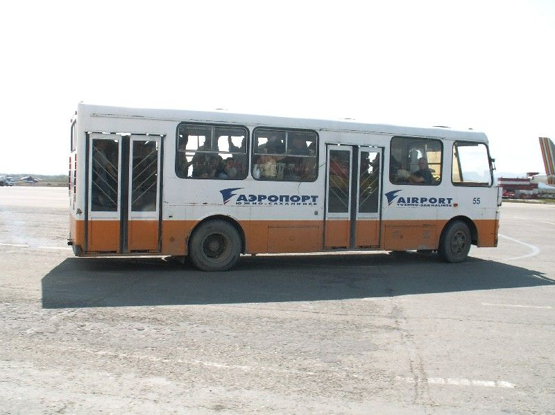 Bus airport 1.jpg