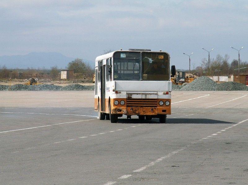 Bus airport 3.jpg