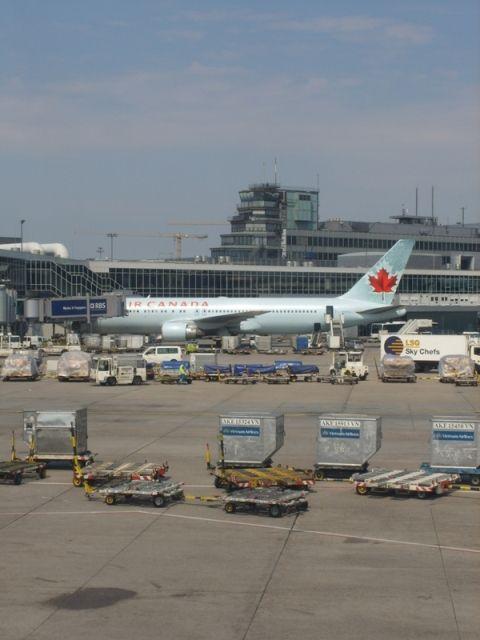 FRA - Air Canada_C-FMVQ_B767_Calgary.jpg
