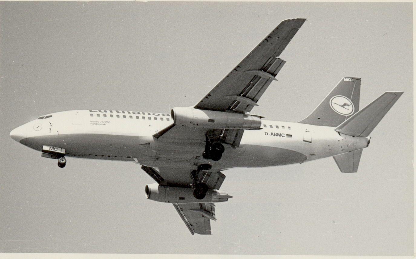 D-ABMC B737-230 Lufthasa (1990, SVO).jpg