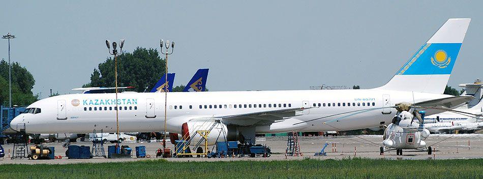 B757 UN-B5701 0001.jpg