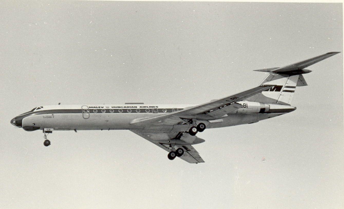 HA-LBI Tu134 Malev (1990, SVO).jpg