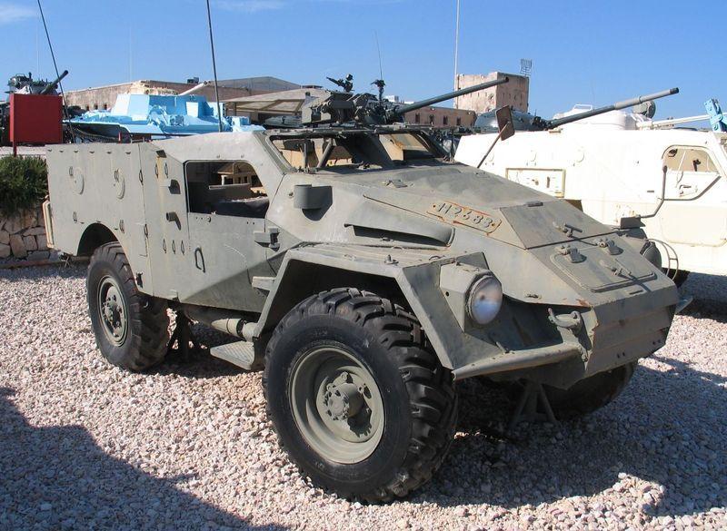 800px-BTR-40-latrun-2.jpg