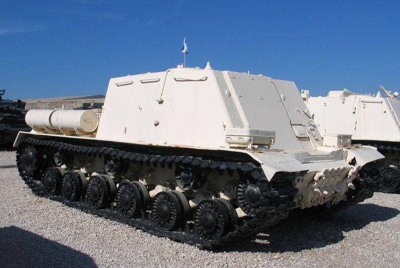 800px-ISU-Command-latrun-2 (SU-152 bez gaubitsi).jpg
