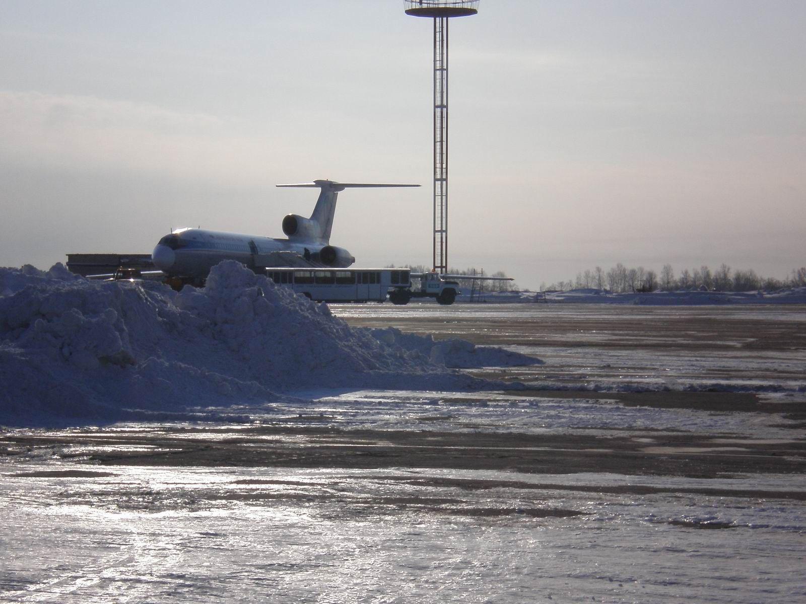 Ту-154 Владивосток Авиа.JPG