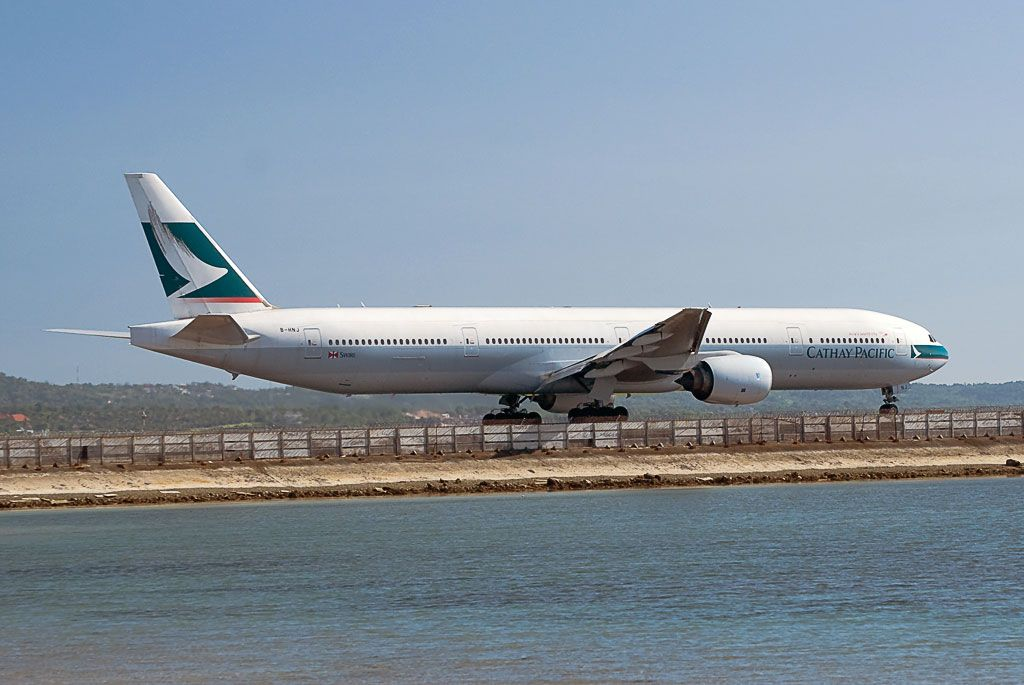 Cathay Pacific Airways Boeing 777-367.jpg