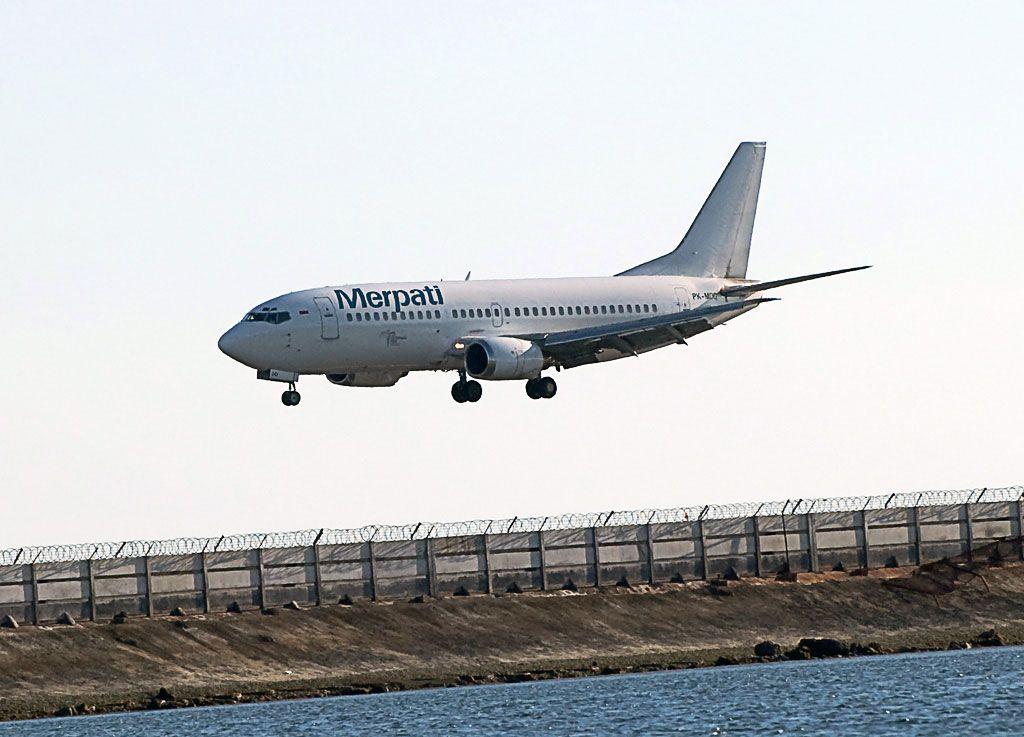 Merpati Nusantara Airlines Boeing 737-3Q8.jpg