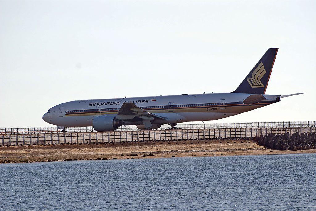 Singapore Airlines Boeing 777-212ER.jpg