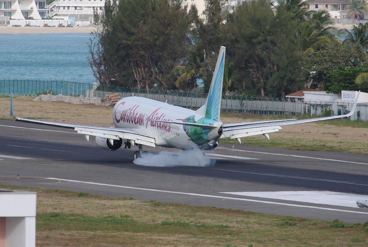 SXM-B737-Caribbean-9Y-ANU-tochdown-2904.jpg