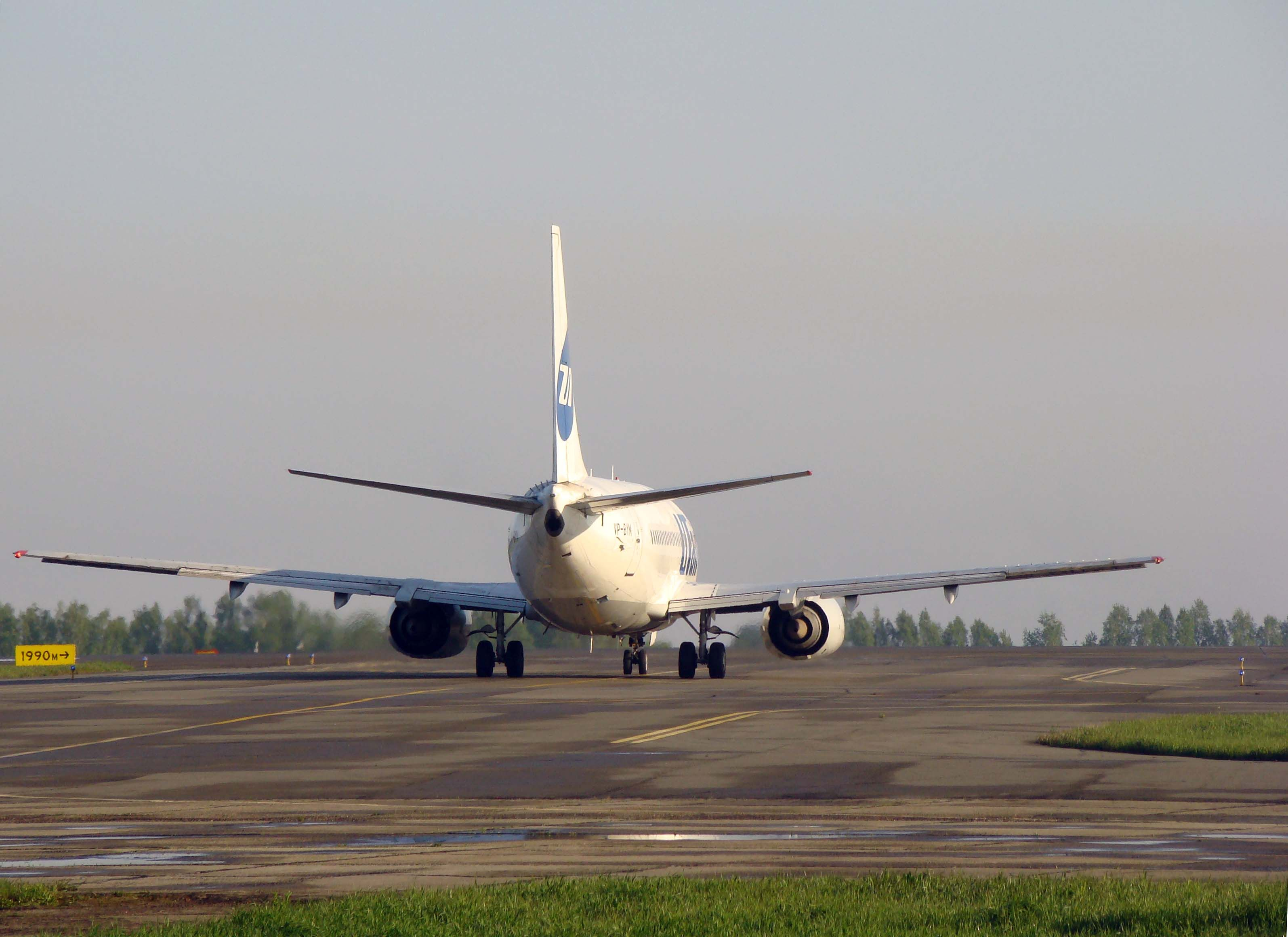 737_ utair_tail_2.jpg