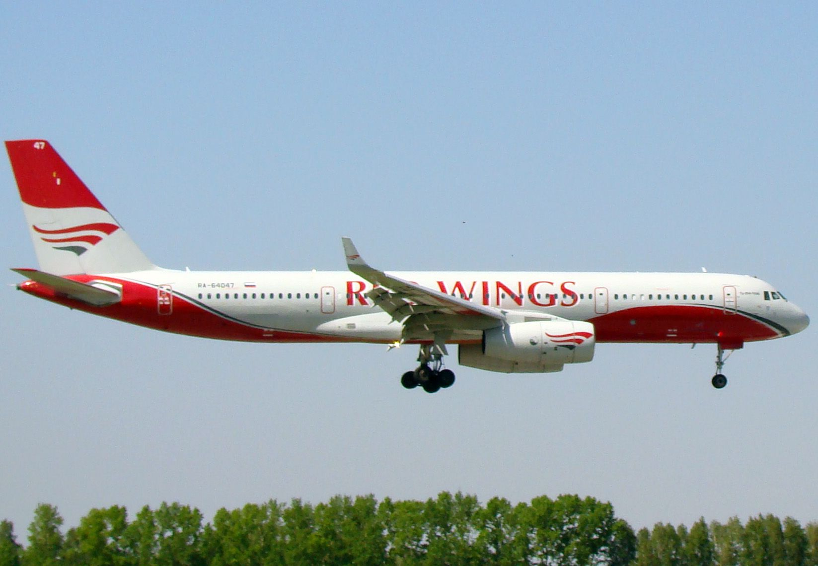 tu204 red wings_2.jpg