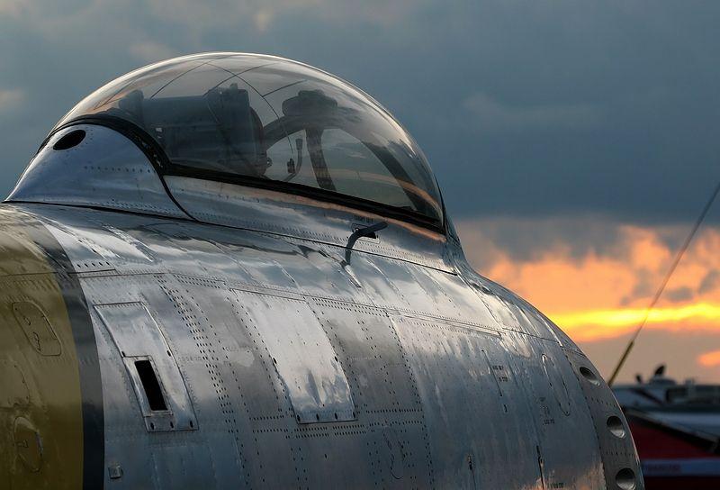 North American F-86E Sabre_51-2740_01.JPG