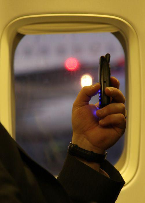 LED-B736-SAS-LN-RPG-phone.jpg