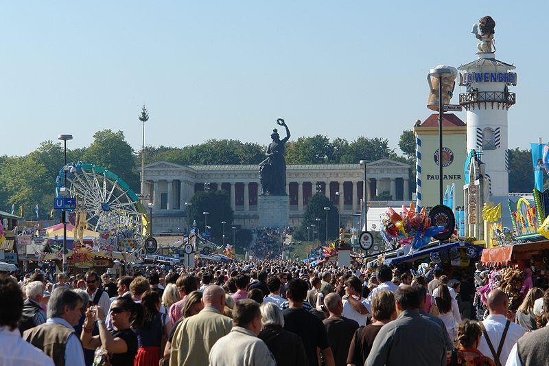 800px-Oktoberfest-Bavaria.jpg