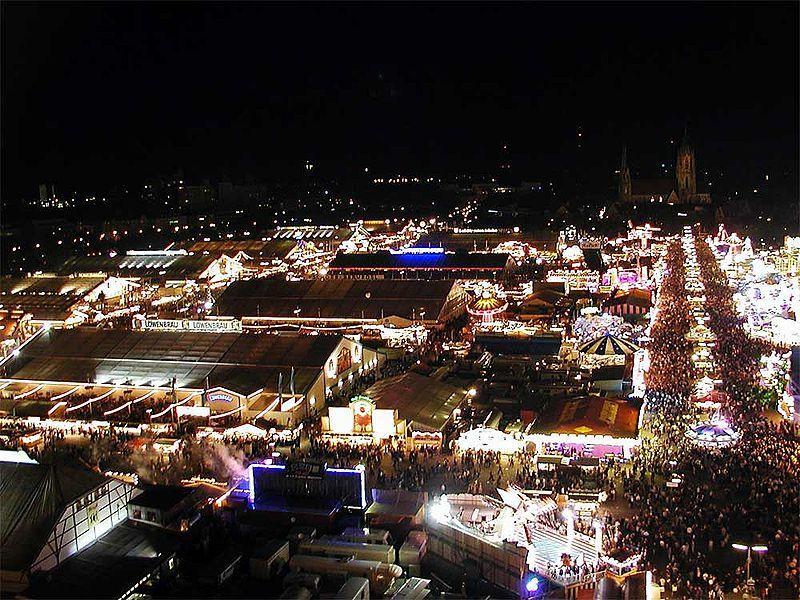 800px-Oktoberfest_at_night.jpg