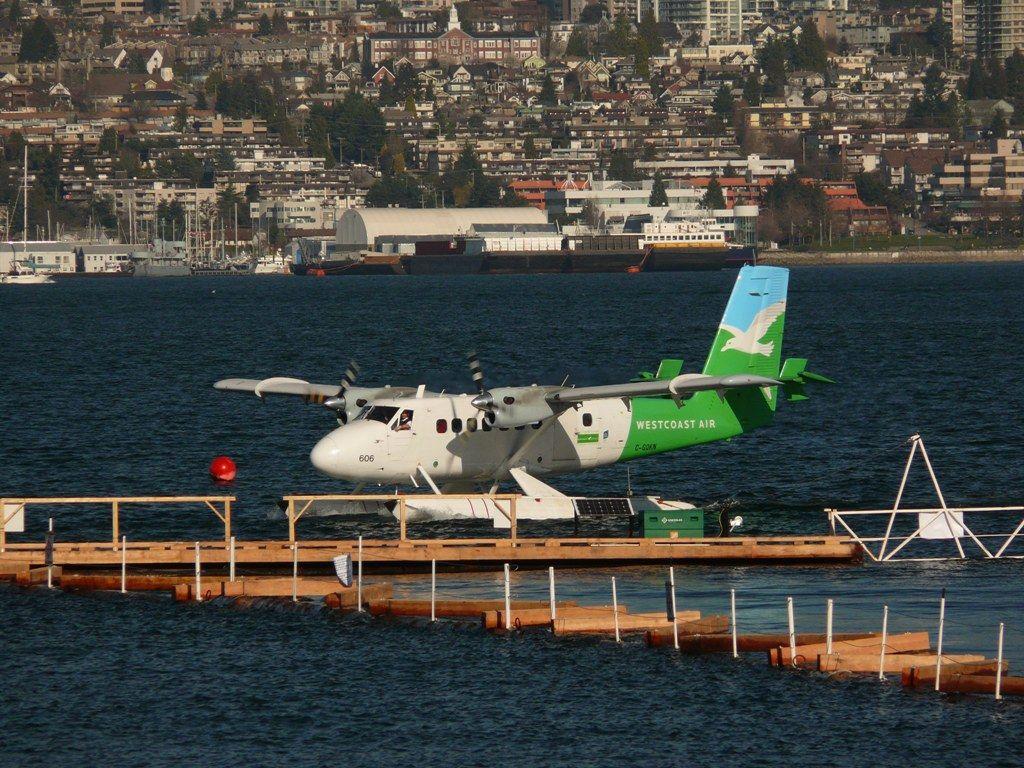 De Havilland Canada DHC-6-100 Twin Otter 2.JPG