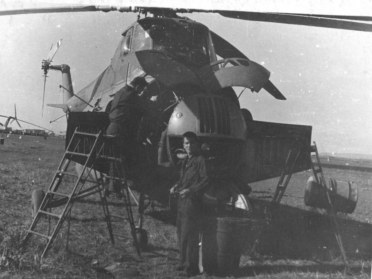 Еремин Ю.Ф. , обслуж. Ми-4 60-е годы-1.jpg