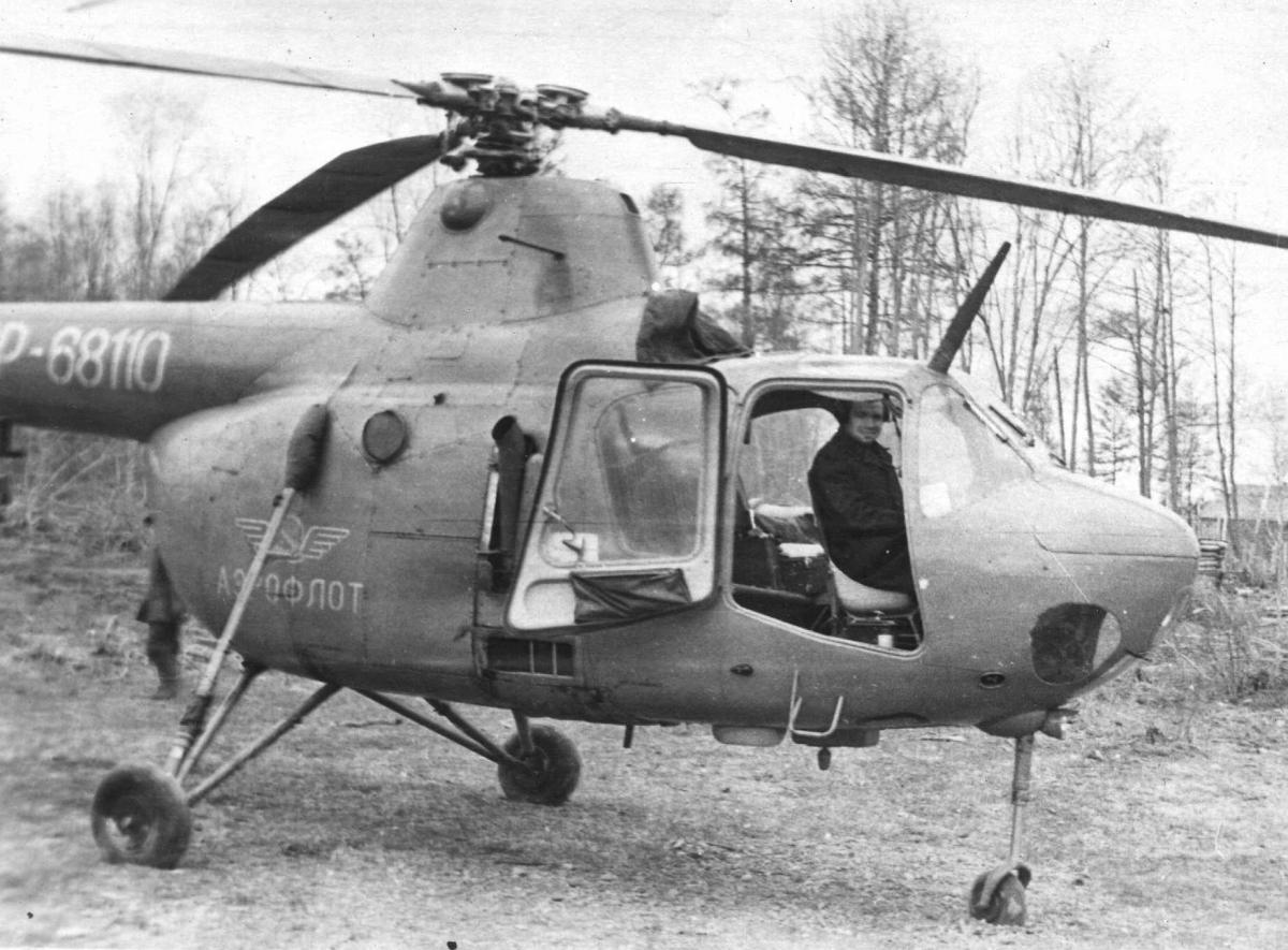Ми-1 в кабине Еремин Ю.Ф. 1962г..jpg