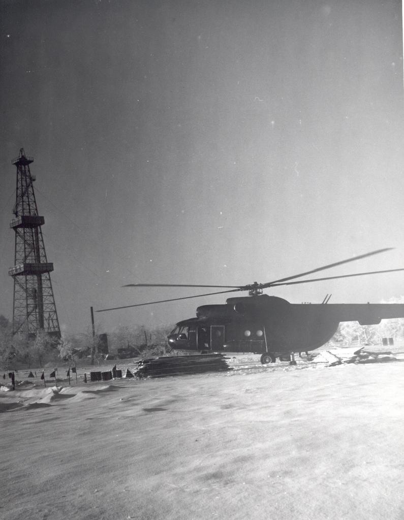 Ми-8 на буровой 1981г..jpg