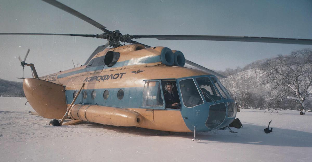 Ми-8 на снегу и Стещ...jpg