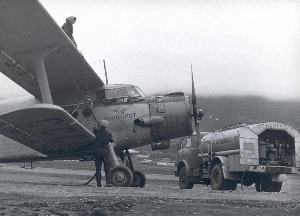 Музей , Ан-2 . Заправка в Хлкт. 1974г..jpg