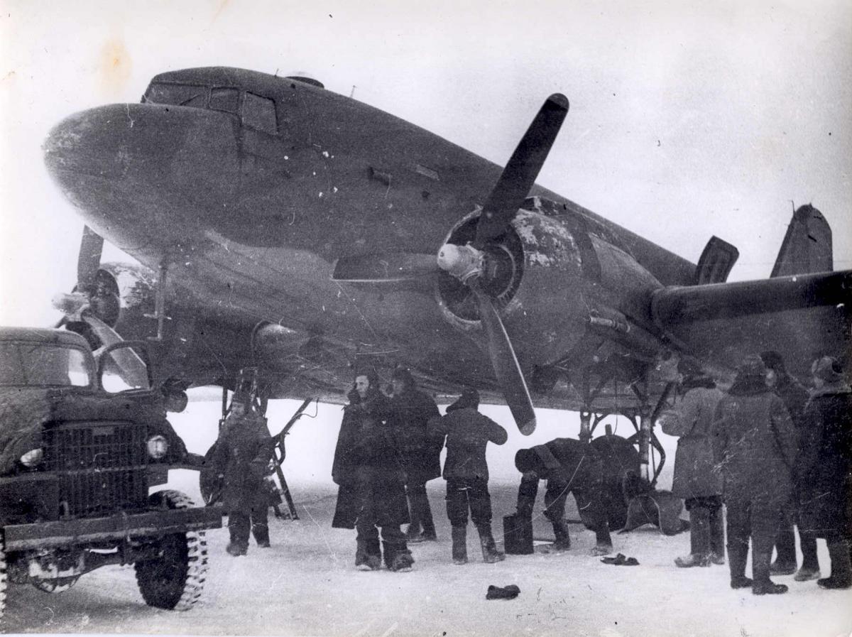Музей , ДС-47 Дуглас, Марково 5.02.1946г..jpg