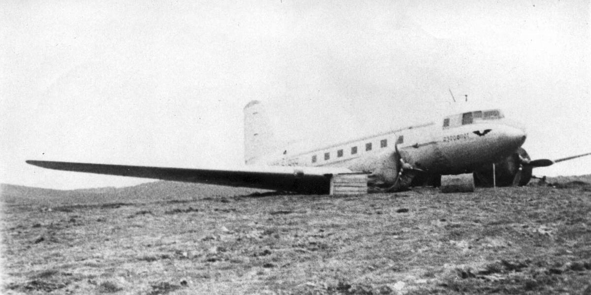 Музей , Ли-2, неудачная посадка о.Беренга , КВС Крысин С.М. .jpg