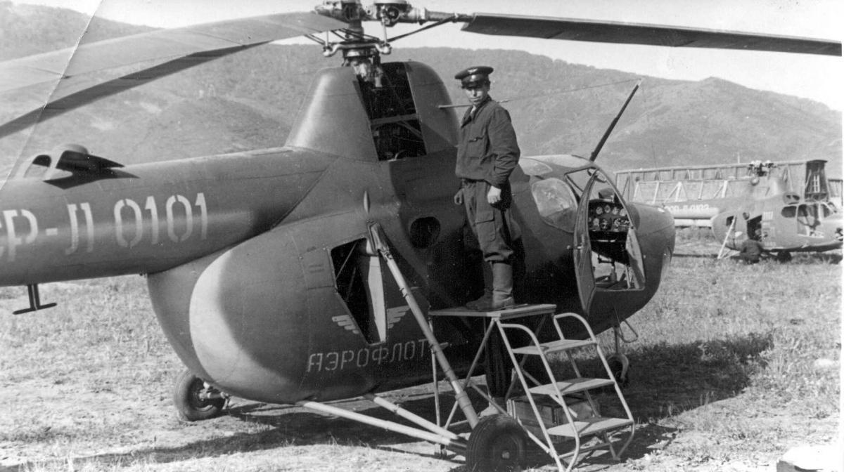 Музей , Уваров П.В. обсл. Ми-1, Хлкт. 1958г..jpg