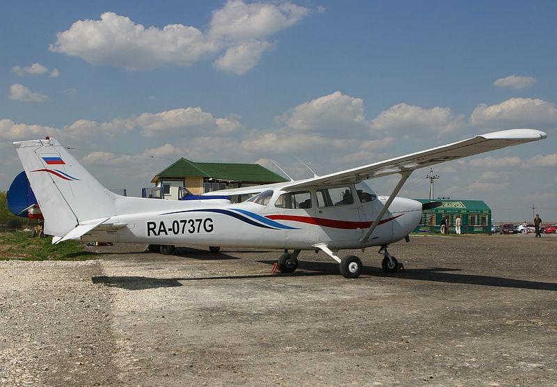 sCessna 172_RA-0737G.JPG