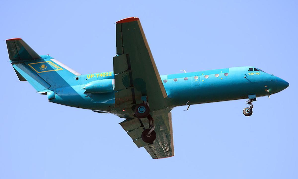 Yak_40_BerkutAir.jpg