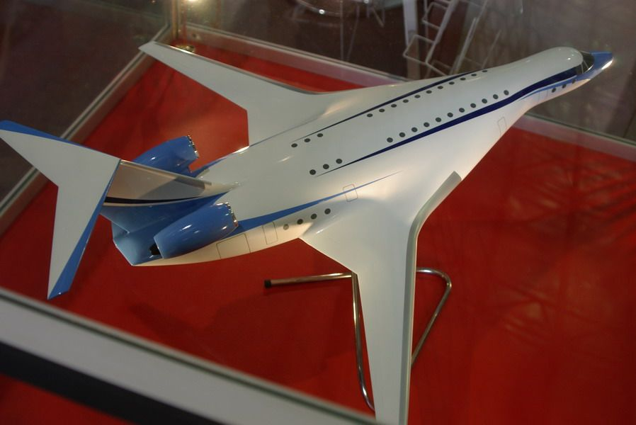 IS-1 airliner model-1_resize.jpg