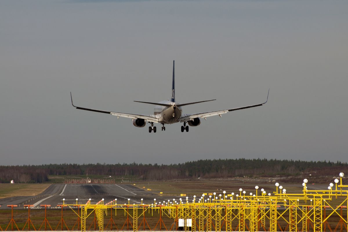 SAS 737NG on flare.jpg