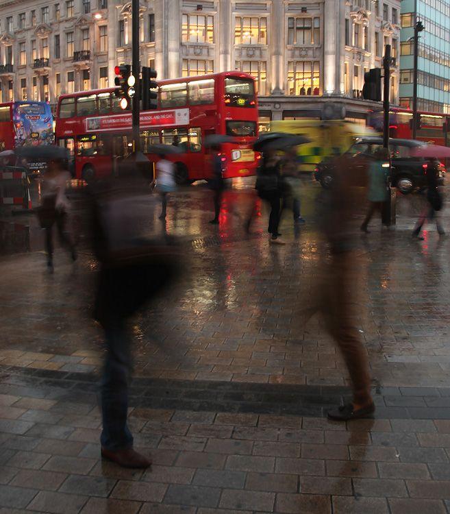 london-oxfordcircus-rain.jpg