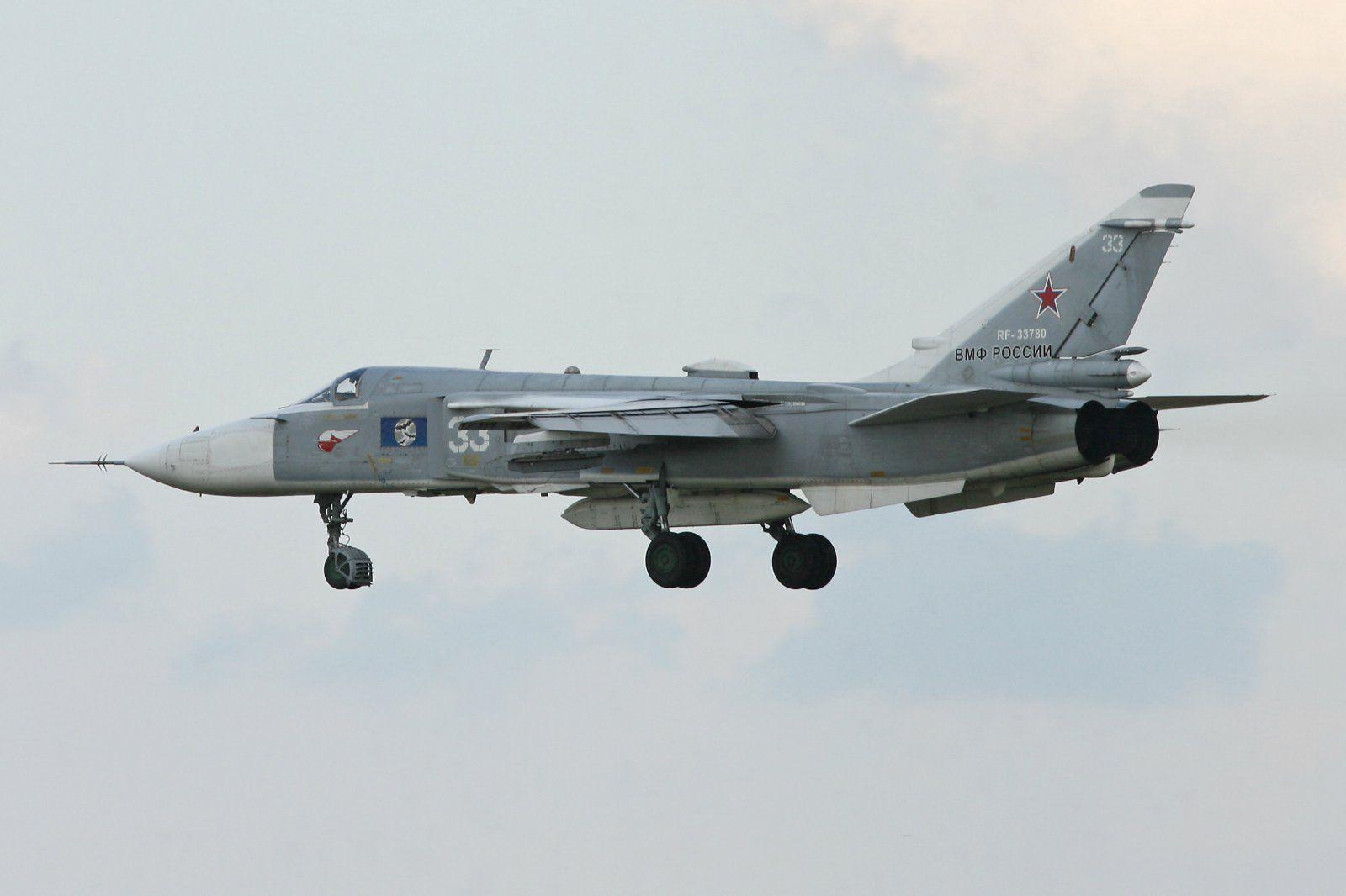 Su-24 Fencer-F 33 - RF-33780.jpg