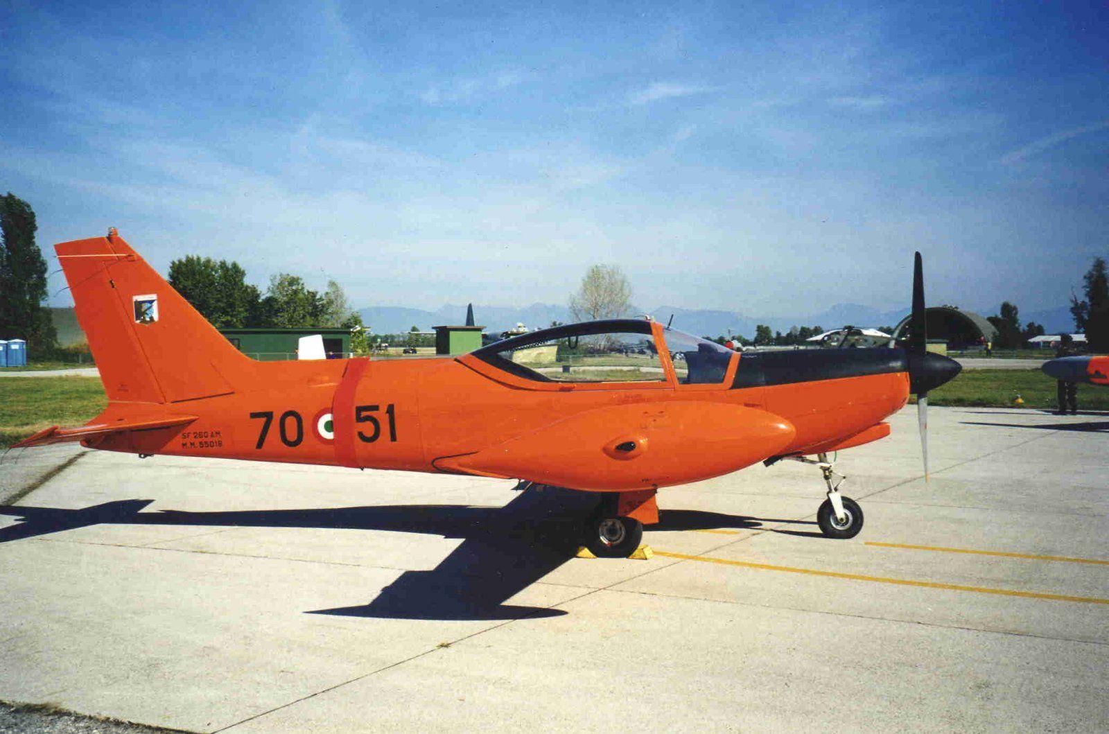SIAI-Marchetti_SF-260AM_Italian_Air_Force.jpg