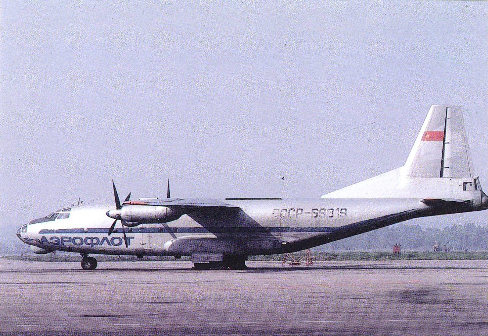 An-8 CCCP-69319.jpg