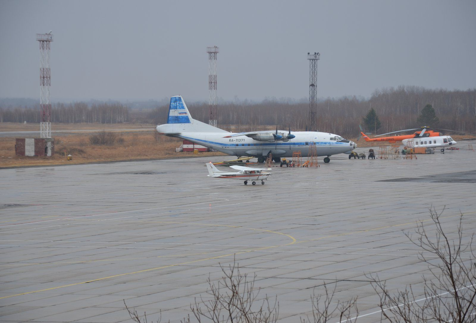 Cessna C-172N RA-2142G 6.JPG