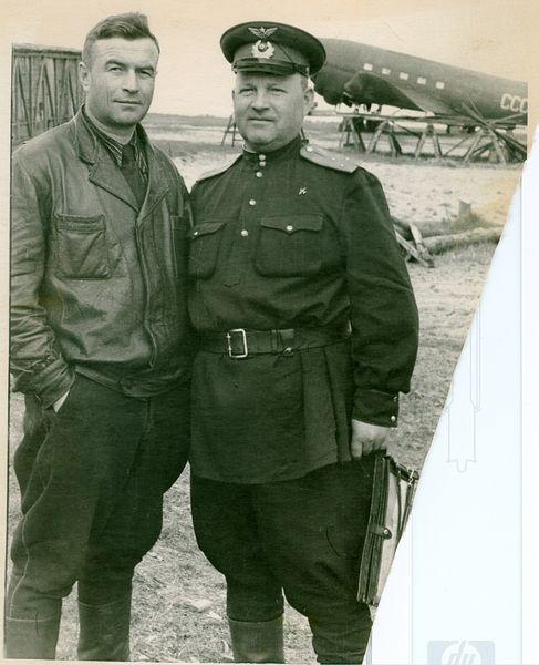 22 Семенов НП и Ястребов Ухта 1953.jpg